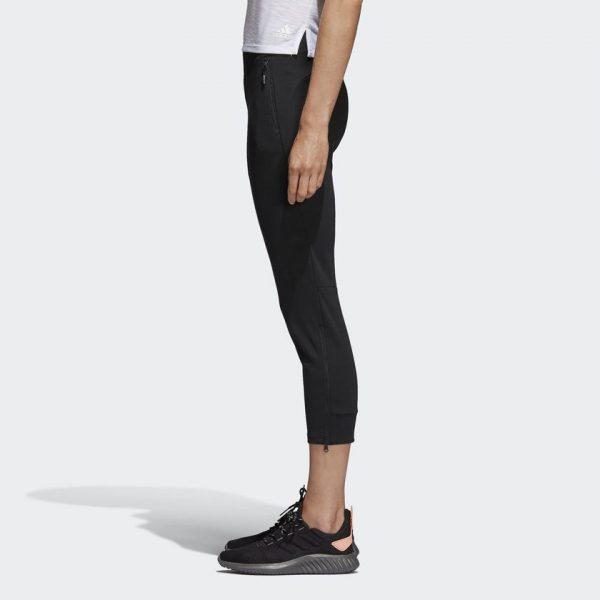 PANTALÓN ID GLORY 7/8 SKINNY CALZAS 7/8 CON CIERRES EN LOS TOBILLOS Estas calzas para mujer reflejan tu estilo de vida activo en cada momento de tu día. Confeccionadas con un largo 7/8, estás calzas suaves incorporan prácticos cierres en los tobillos para una mayor transpirabilidad y bolsillos laterales con cierre para tus objetos pequeños y esenciales.